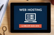 Tableta en escritorio con la mejor guía de web hosting